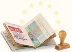 Латвия и Эстония не прекратят выдавать визы российским гражданам