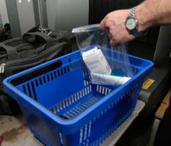 Часть российских аэропортов отменила табу на провоз жидкостей